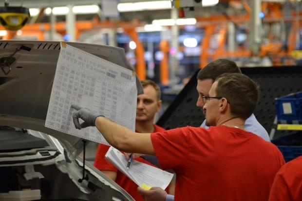 A gyártás során az alkalmazottaknak ismerniük kell a szükséges kódokat. Ha valami nem kerül bele a Craffterbe az adott állomáson, a gép azonnal szól és leáll a szalag.