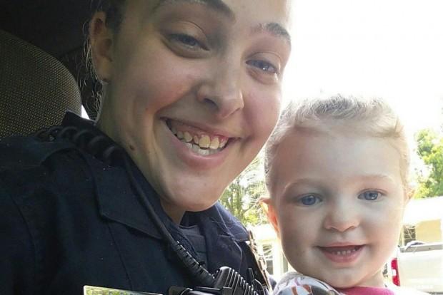 Cassie Barker és kislánya, Cheyenne egy korábbi képen