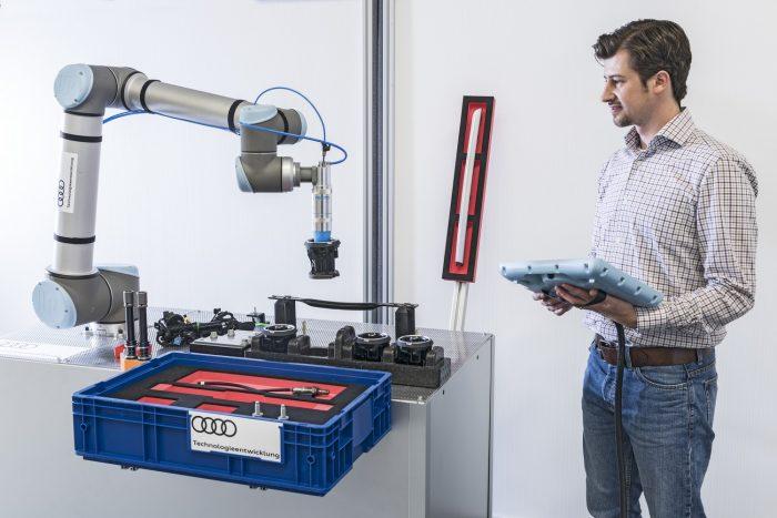A Festo gumikúpos robotkarja precízen, érzéssel ragadja meg a változatos méretű, tömegű alkatrészeket