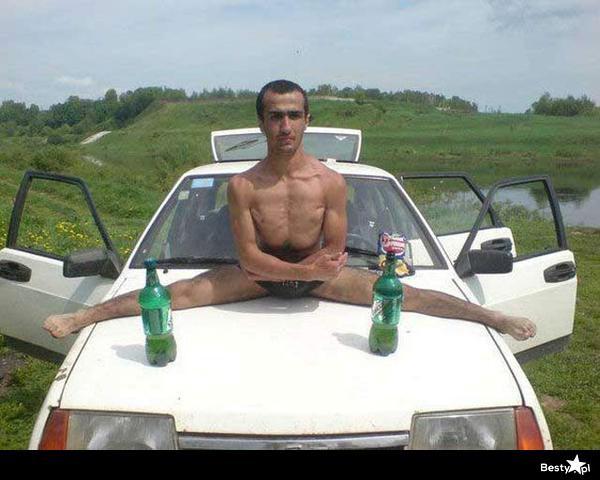 Van Damme kamionos spárgája is elbújhat eme klasszikus mögött. Az üvegek szerepe mai napig talány.