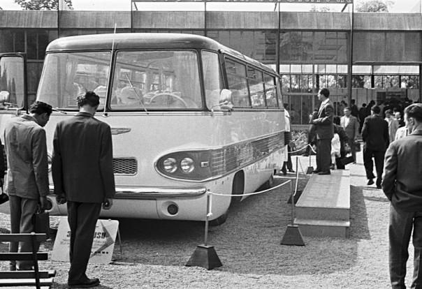 Budapesti_Ipari_Vásár._Ikarus_303_típusú_autóbusz._Fortepan_77107