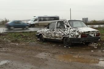 Kabrió Dacia, terepgumik és székely faautó Bukarestben