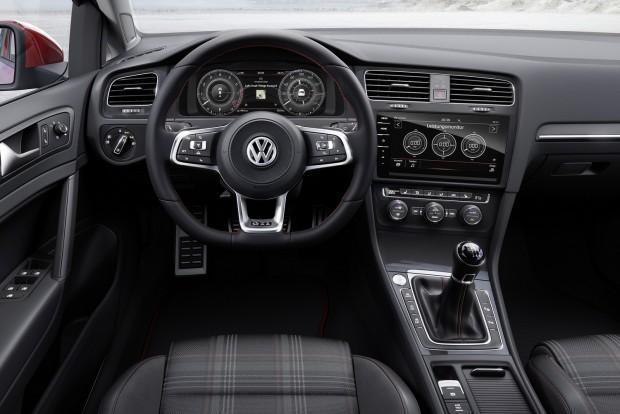 Motorból új benzinesek kerültek a palettára. A Golfban debütál az 1.5 TSI Evo turbómotor, változó geometriájú turbóval, mint a Porschénál, hengerlekapcsolással, 150 vagy (öko kiadásban) 130 lóerővel.