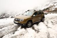 Romániában nyolcméteres hóval küzdenek 1