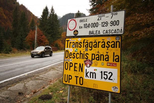 Szerencsénk volt, a késő őszi időpont ellenére még nyitva volt az út