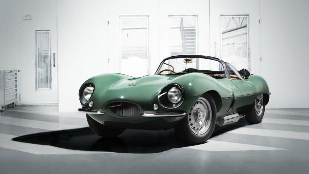 Eredetileg 25 darabot gyártott a Jaguar a világ első szuperautójának tekinthető XKSS-ből, amely a Le Mans-i győztes D-type utcai változata volt, ám 9 darab sajnos porrá égett a gyárban kitört tűzben. Ezeket a példányokat pótolják most az angolok, amihez az '50-es években használatos gyártási eljárásokat alkalmazzák. A 10 ezer munkaóra után tökéletesen újragyártott múltért 370 millió forintot kérnek.