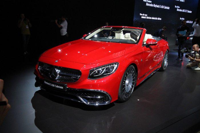 A Mercedes-Maybach elmebeteg méretű kabriót hozott, varázslatos belsővel, a csomagtartóban táskaszettel