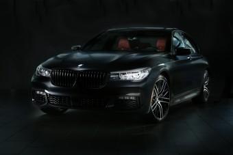 Dögös gúnyát húztak a villanyos 7-es BMW-re