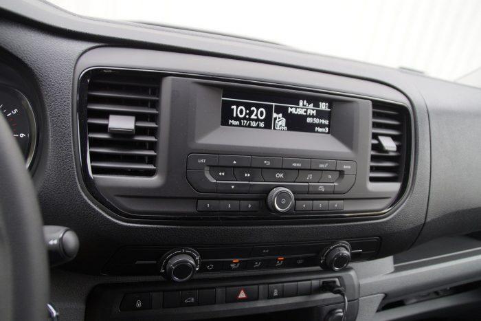 Egyszerű, de meglepően jól szól a rádió a bódéban