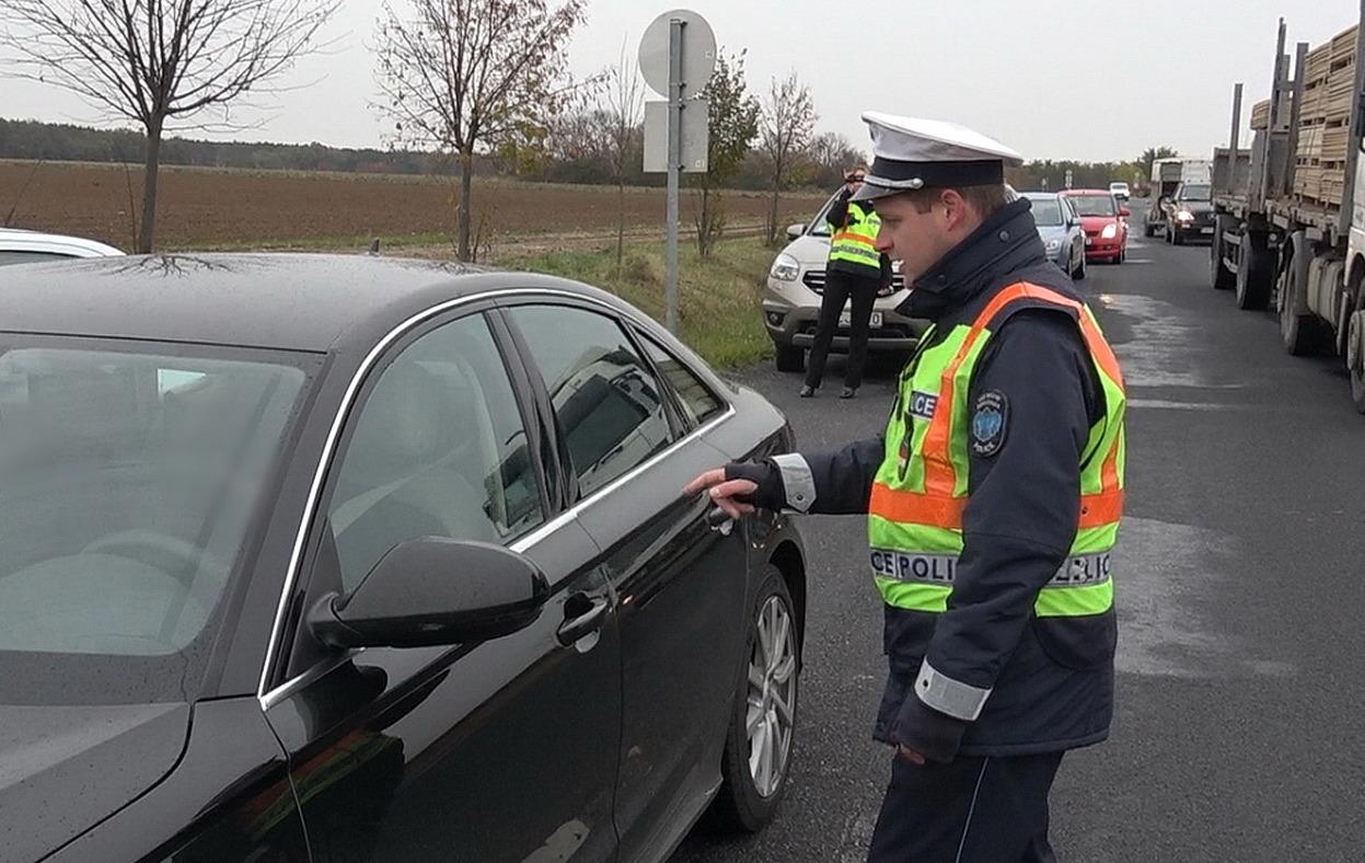 Közlekedési rendőrök tanúsítványa, milyen látás