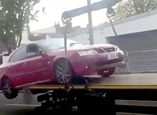 Trélerről ugratva menekült el a dühös autós