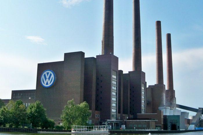 volkswagen-plant_100514454_l