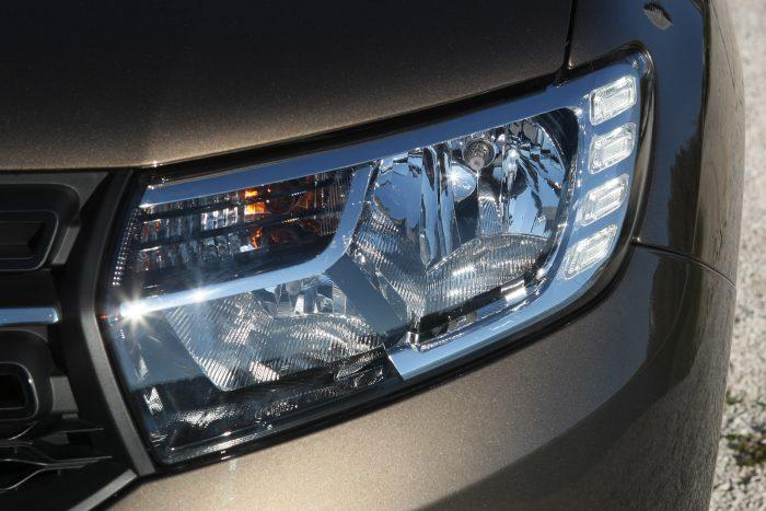 Négy, szögletes LED-betét a lámpatestben