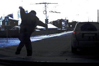 Dudaszóra változott Rambóvá egy orosz autós