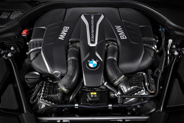 A motor a 4,4 literes 8 hengeres két darab kettős megfúvású turbóval, közvetlen benzinbefecskendezéssel, változó szelepvezérléssel és –emeléssel, 462 lóerő teljesítménnyel, 650 Nm nyomatékkal (már 1800/perctől.)