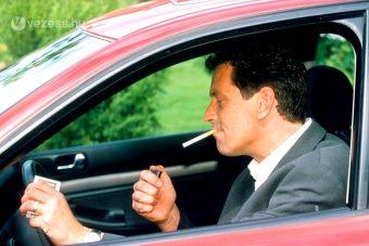 Betiltanák az autóban cigizést Magyarországon