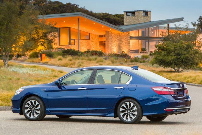 Honda Accord Hybrid: 2,0 sornégy + két villanymotoros hibrid (212 LE rendszerteljesítmény, nyomaték: N/A)