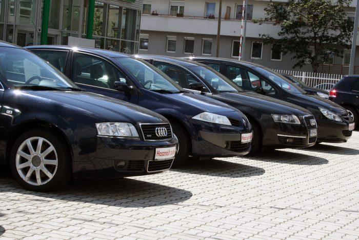 Számos használt autóból itthon is van választék, részben nyugatról behozott autókból. Először ezeket nézzük meg