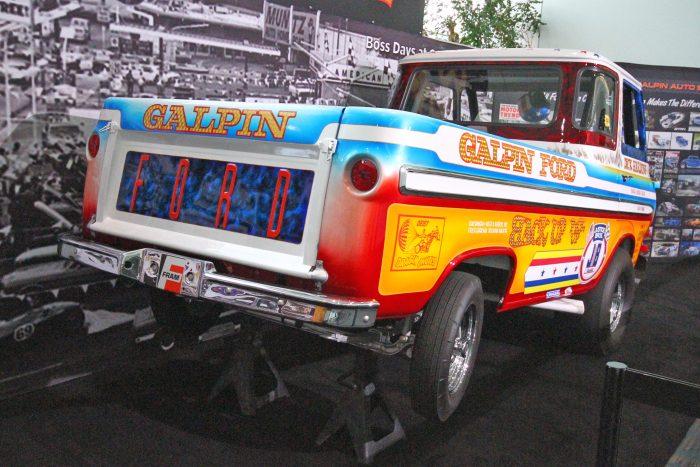Egy mezei Ford teherautó adta az első futóművet