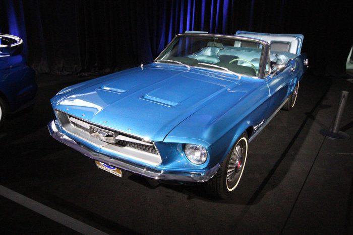 Csinos Ford Mustang, az indokoltnál több üléssel