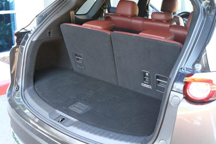 Még három üléssorral si használható méretű a csomagtartó