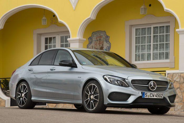 Mercedes-Benz C300: 2,0 literes, négyhengeres turbómotor (241 LE, 370 Nm)