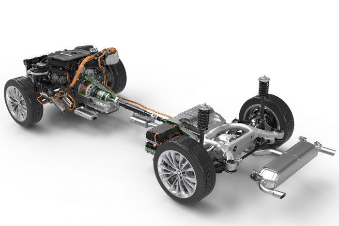 Márciusban megjelenik a konnektorról feltölthető akkumulátoros hibridváltozat