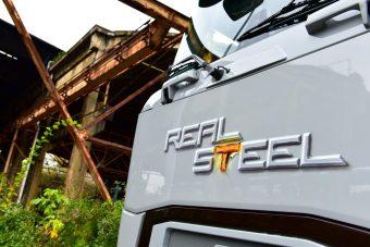 Fogszabályzós szörnyeteget varázsoltak egy Renault-ból