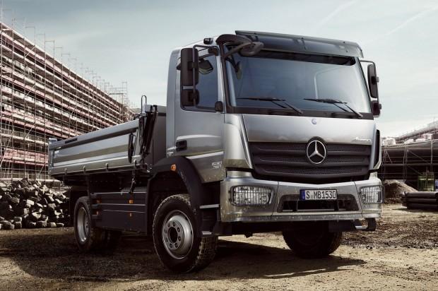 Mercedes-Benz Atego (2013.01.01. – 2016.12.21. közötti gyártás) A motor kábelkötegének a szigetelése megsérülhet az akkumulátornál, ami rövidzárlatot okozhat. A hiba következtében a jármű kigyulladhat, megszűnhet minden elektromos funkció és/vagy leállhat a motor, illetve a jármű mozgása kiszámíthatatlanná válhat.