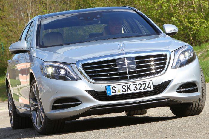 Mercedes-Benz C-, E- és S-osztály, valamint SL (2012.08. – 2015.10. közötti gyártás) A kormánymű szervo egységének tartókonzolját rosszul hegesztették a helyére, emiatt elképzelhető, hogy megszűnik az elektromos kapcsolat az érintkezők között, ez pedig a szervohatás átmeneti teljes megszűnését okozza.