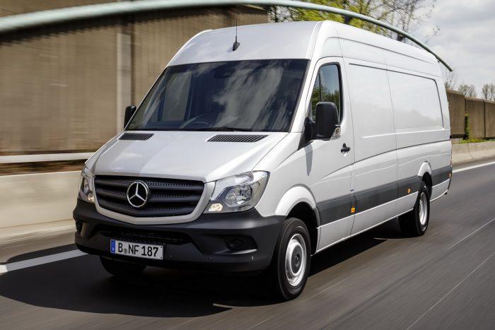 Mercedes-Benz Sprinter (2008.03.14. – 2016.09.12 közötti gyártás) A vonóhorgot rögzítő csavarokat nem kellő nyomatékkal húzták meg, így menet közben leválhat a vontatmány a járműről.
