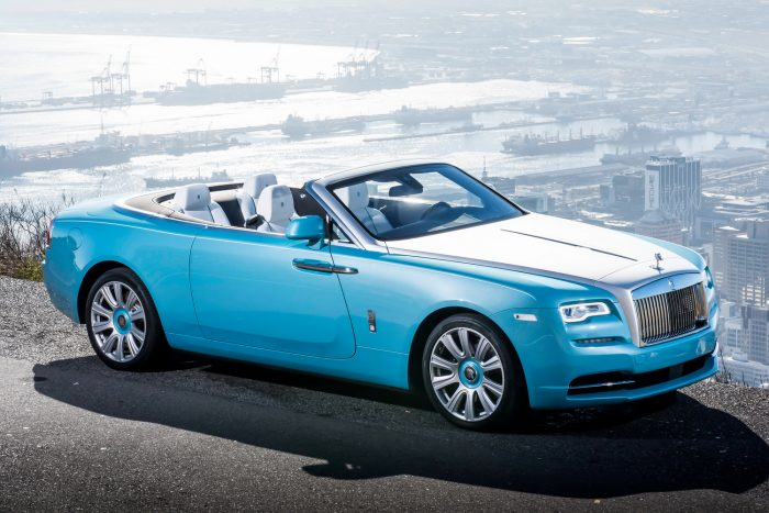 Rolls-Royce Dawn (2016-os gyártás) Az első utasülés körüli légzsákok (elülső, fej- és térdlégzsák) nem biztos, hogy kinyílnak.