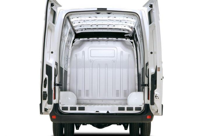 Renault Master (2010 végétől 2015.04.28-ig gyártott modellek) Eltörhetnek a hátfal forgópántjai; ha az összes eltörik, a hátfal az úttestre zuhan.