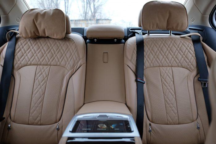 Kevés ennél kényelmesebb hátsó üléssor van autóban