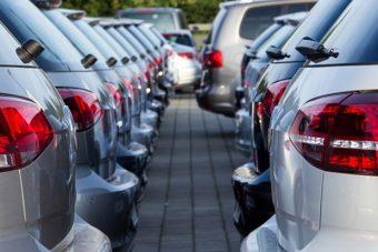 Több mint ezer új autót kapnak a MÁV-osok