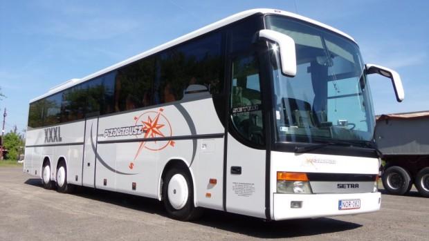 A Pizolit Busz kft. Setra S317 GT-HD típusú busza szenvedett balesetet.