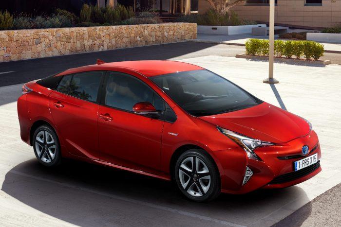 Biztonsági különdíj: a Toyota Prius, a Peugeot 3008 és a VW Touran, ebben a sorrendben.