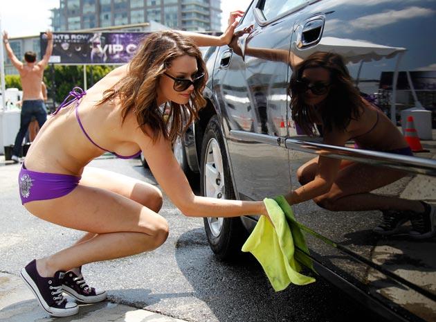 01-bikini-car-wash-090611