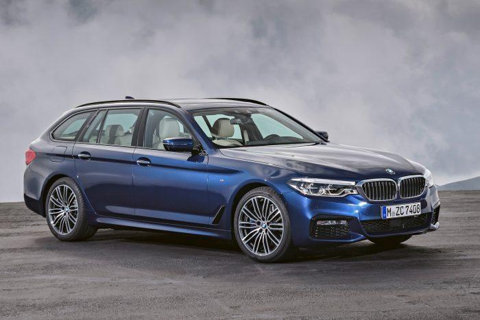 BMW 530i Touring (252 LE, 350 Nm) - nyolcfokozatú automata váltó, hátsókerék-hajtás, 6,5 mp 100 km/órára, 250 km/óra végsebesség. Az átlagfogyasztás 5,8-6,3 l/100km.