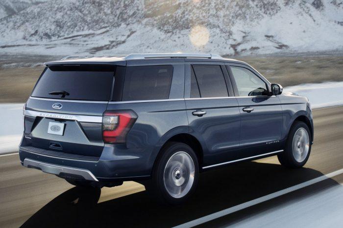 Vadonatúj az alumínium karosszéria, és vadonatúj alatta a nagy szilárdságú acél létraváz. Az autó 130 kilóval könnyebb elődjénél.