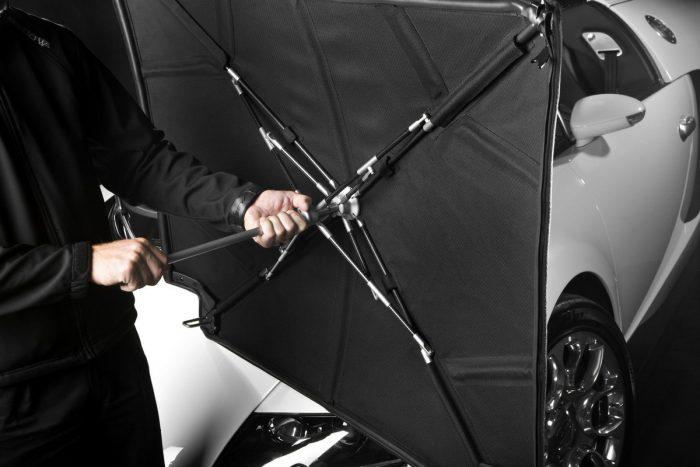 10, Igazi milliárdos-szivató vicces pofátlanság a Bugatti Veyron Grand Sport Vitesse csomagtartójában tárolható gyári esernyő, ami nem esernyő, hanem a nyitott utastér fölé helyezhető alkalmi