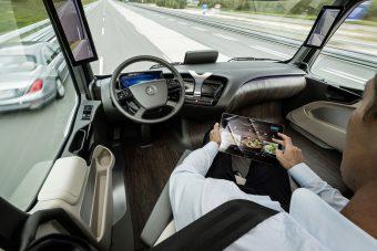 Önvezető autók lepik el az M86-ost