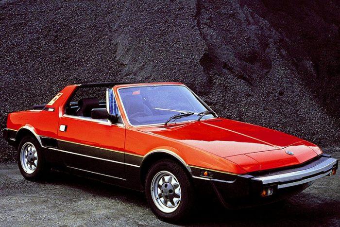 3, A Fiat X1/9 targateteje az elülső csomagtérben kialakított fészekbe kerülhetett. Igen, elülső, mert a középmotoros kis sportkocsinak két csomagtere is volt