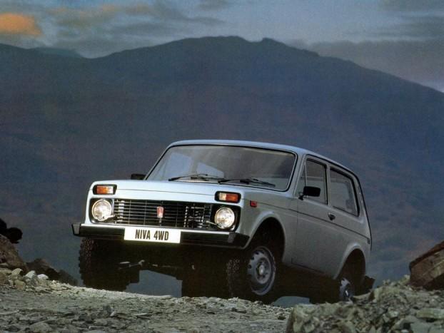 Lada Niva - Az egymillió forint alatti ársáv uralkodó típusa a Lada Niva. Valószínűleg senkinek sem kell bemutatni, aki tényleg nehéz terepre, erdei utakra, vadászathoz, határszemlére keres olcsó megoldást, még mindig számíthat a Nivára. Az 1976-tól napjainkig gyártott Niva volt az első önhordó karosszériás terepjáró állandó összkerékhajtással, nem számottevő, Peugeot-eredetű 1,9-es dízel mellett az autót leginkább az 1600-as benzines motorral gyártották, míg 1995-ben egy kisebb modellfrissítésen ment át. Ekkor kapott függőleges hátsó lámpákat és közvetlen befecskendezésű 1,7 literes motort. Több mint száz eladó darab kínálja magát a piacon, a legvegyesebb állapotban és árakon, kétszáezer forintos roncstól a szinte szalonállapotú kétmilliósig.