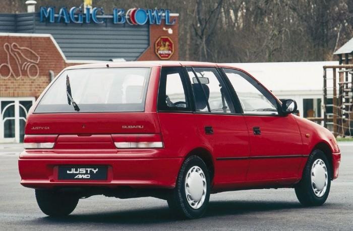 Subaru Justy AWD - Az előző generációs Swift 1,3 4WD Subaru Justyként is futott, később az Ignisből lett a Justy. Nálunk inkább a Suzuki emblémás a gyakori, de egykutya. A viszkokuplungos Suzuki már háromszázezer forintos ártól elérhető, de az igazán szép darabokért a dupláját kérik. Mivel van benne némi Subaru gén, az alsóházban szerintünk ez a favorit, legalább könnyen kihúzhatjuk az árokból, ha mégis balul sülne el valami.