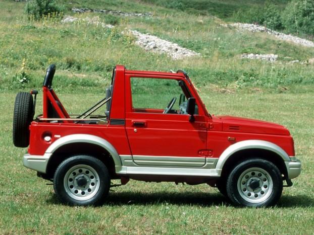 Suzuki Samurai SJ - A piac másik ura a Lada Niva mellett. Rengeteg verzió készült a nyolcvanas évek eleje óta gyártott típusból, pickup, kabrió, zárt dobozos, üvegezett keménytetős, minden célra volt megfelelő Samurai. A forgalmazás harmatgyenge egyliteres motorral indult, de szerencsére az 1,3-as 64 lóerős az ötfokozatú váltóval javított a helyzeten. Pattogós, dőlős, zajos, a legjobb alap hobbicélra, sárdagasztáshoz. Jelenleg közel száz keres új tulajdonost, van miből válogatni.