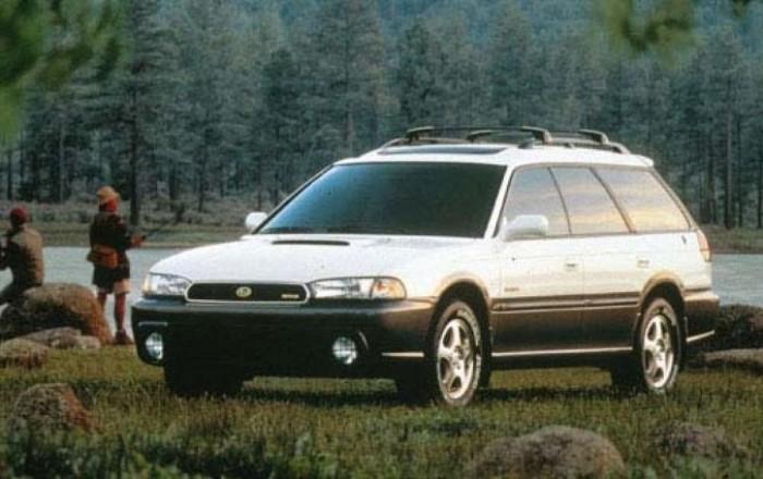 Subaru Legacy - Ha 4x4, akkor a Subaru bérelt helyet kap a listán. Egymillió alatt értelmes választás az Impreza helyett inkább a Legacy lehet, hiszen az Impreza nálunk egyenlő a raliautóval, függetlenül attól, milyen motor van benne. A Legacy szerencsére a tuningoló hülyegyerekek vakfoltjába került, ezért nagyrészt mentes a barmolástól. A boxermotorok ugyanúgy gerjesztik a hangulatot, a megbízhatóság pedig példás.
