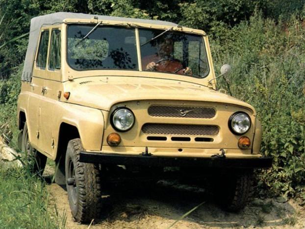 UAZ 469 - Katonai nosztalgia, vagy csak rajongás az igazi kemény orosz vasakért? Akármi is az indíték ezek az UAZ-ok még mindig köztünk járnak. Nem csoda, hiszen Oroszország egyik legnagyobb példányszámban gyártott terepjárója a típus. Akkoriban az amerikai Jeep szolgált mintaképül. Az alapok azóta sem változtak, a Volga motor és merev tengely ma is jól működik.