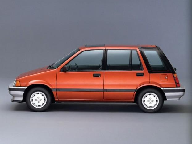 Honda Civic Shuttel 4WD - Pofátlanul olcsó, kellemesen ritka, szeretni való japán gnóm. Ha egy aranyos háziállattal szeretnénk belépni a Honda klubba, ami ráadásul mind a négy kerekével kapar, ez a legjobb választás. Amerikában kenyértartó doboznak csúfolták, 1987-ig kapcsolható volt az összkerék meghajtás, de 1987-es modellben már automatikusan kapcsolt, ha az első kerekek elvesztették a tapadást, innen kapta meg a realtime 4wd nevet. A Civic ölhetetlen szívó benzinesei kerültek az orrába, 70-90 lóerős teljesítménnyel, ma már alig akad egy-két eladó darab, de az ára maradt a 2-300 ezres tartományban.
