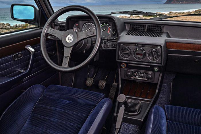 Fontos tervezési szempont volt a jó ergonómia, a vezetőnek épp elég uralni az autót